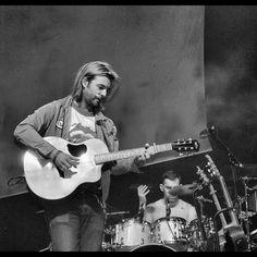 Sound check Keith and his McPherson guitar!!! ;-)