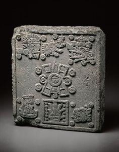 Piedra de Coronación de Moctezuma II. En la cosmogonía mexica, el mundo fue creado 4 veces y otras tantas destruido.Cada uno de los Cuatro Soles representaba uno de los puntos cardinales y el quinto era, la actual, consider
