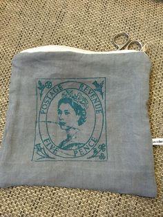 Le chouchou de ma boutique https://www.etsy.com/fr/listing/485479541/pochette-queen-stamp
