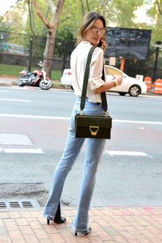 how to wear frayed hem flare leg jeans- love this~