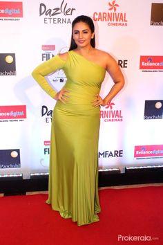 Bollywood Actress Hot Photos, Indian Bollywood Actress, Beautiful Bollywood Actress, Beautiful Indian Actress, Indian Actress Pics, Indian Actresses, Huma Qureshi Hot, Saqib Saleem, Curvy Celebrities