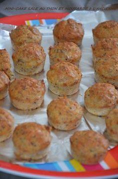 Selem alaykoum/Bonjour Les cakes salés font leur grand retour en cette saison printannière!!ils sont faciles à réaliser,se déclinent à l'infini et se transportent facilement,idéals pour nos pique-niques,ils s'invitent aussi parfaitement sur nos tables en entrée,pour un buffet ou tout autre occasion! Et aujourd'hui c'est une version mini que je vous propose,de savoureux petits cakes auxRead More
