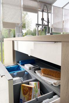 une cuisine cach e dans un placard elle d coration pinterest cuisine cach e placard et cacher. Black Bedroom Furniture Sets. Home Design Ideas