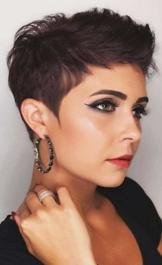 --Video Pin-- Fall And Renewal: Seven (Lucky) Short Hairstyles To Get Rid Of Bad Energy. How To Get Rid Of Bad Energy By Cutting Your Hair. From Pixie haircut to bob and layered short haircuts, shirt hair relaxed and chic ideas to renew yourself. Short Pixie Haircuts, Short Hairstyles For Women, Short Hair Cuts, Haircut Short, Curly Short, Pixie Haircut Round Face, Short Hair Pixie Edgy, Edgy Pixie Cuts, Pixie Haircut Styles