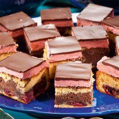 Receptek és hasznos cikkek oldala! : Meggyes csokis sütemény – nagyon guszta, én is kip... Hungarian Desserts, Hungarian Recipes, Cookie Recipes, Dessert Recipes, Pastry Design, Czech Recipes, Sweet Pastries, Creative Cakes, Dessert Bars