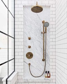 Marble inset with shower fixtures surrounded by Subway tile. Gorgeous bathroom inspiration with white subway tile Bad Inspiration, Bathroom Inspiration, Home Luxury, Modern Luxury, Black White Bathrooms, Bathroom Black, Shower Storage, Shower Shelves, Shower Fixtures