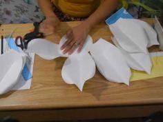 Como fazer Flor Gigante de Cartolina