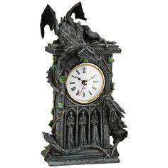 Nemesis Now - Duelling Dragons Clock -kello  Koristekello, jossa on kolme viikatemiestä ja kaksi lohikäärmettä. Toinen lohikäärme istuu kellon alla ja toinen tornin päällä. Korkeus on noin 27 cm. Toimii 1 x AAA 1,5 V -paristolla (ei sisälly toimitukseen). ...IHANAAAA - 34,99€