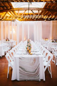 Stunning 20+ Creative Paper Table Runner Ideas https://weddmagz.com/20-creative-paper-table-runner-ideas/