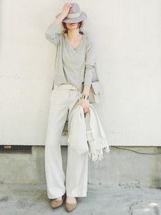 同系色でまとめればかっこいい印象に♡白パンツのレディースコーデ 着まわし
