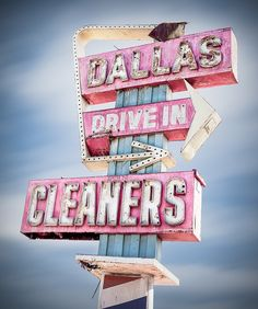 Dallas Drive-in Cleaners Retro Neon Sign Old Neon Signs, Vintage Neon Signs, Old Signs, Drive In, Blue Photography, Retro Signage, 3d Signage, Retro Font, Diner Sign
