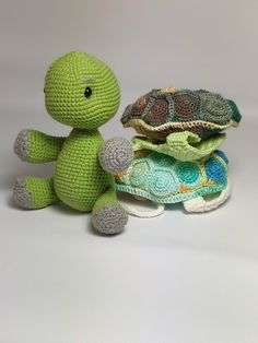 You Can Crochet A Turtle With A Removable Shell And I Need It In My Life - - OMG! You have to see this crocheted turtle! It is just about the cutest thing EVER to come across my computer, and I HAVE to have it. Courtesy of. Crochet Easter, Cute Crochet, Crochet Amigurumi, Crochet Toys, Half Double Crochet, Single Crochet, Crochet Mignon, Amigurumi For Beginners, Yarn Crafts