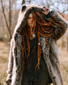 What's your spirit animal? 🧡 Mine is a fox although I have never met one in reality I feel so connected to them! White Girl Dreads, Dreadlocks Girl, Locs, Whats Your Spirit Animal, Estilo Hipster, Tribal Makeup, Festival Makeup Glitter, Beautiful Dreadlocks, Bohemian Girls