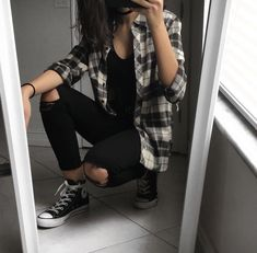 """""""we'll figure this out 𝘵𝘰𝘨𝘦𝘵𝘩𝘦𝘳."""" season 1-6 highest: #3 in… #fanfiction Fanfiction #amreading #books #wattpad Grunge Style Outfits, Retro Outfits, Cute Casual Outfits, Simple Outfits, Outfits 90s, Cute Flannel Outfits, Black Outfit Grunge, Oversized Flannel Outfits, Flannel Style"""