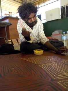 Thomas Tjapaltjarri, one of the Pintupi Nine, working on painting at Ilparpa on the outskirts of Alice Springs in 2007. Picture: Justin Sanson