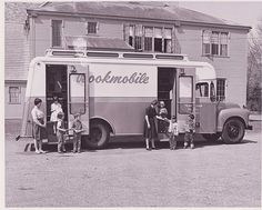 Bookmobile - Framingham, MA One of these used to visit our school in Listowel, too. Vintage Trucks, Old Trucks, Mobile Library, Old Libraries, Bookstores, Vintage Library, Local Library, Vintage Photos, Rare Photos