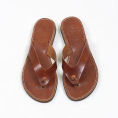 Iraklia | Sandales en cuir Greek Sandals, Flip Flops, Artisan, Take That, How To Make, Leather, Shoes, Fashion, Jewerly