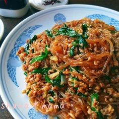 おかわりが止まらない♪ワンパンでピリ辛旨々~麻婆春雨♪ Asian Recipes, Beef Recipes, Cooking Recipes, Healthy Recipes, Ethnic Recipes, Healthy Food, Pinterest Recipes, Food Menu, Creative Food
