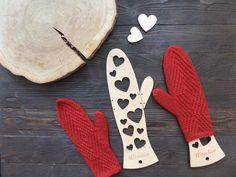 Wooden mitten blockers / Hearts
