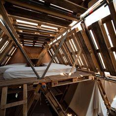 Hexa-Structures_ iDesignMe.eu_2 http://idesignme.eu/2013/11/hexa-structures-nuova-vita-ai-vecchi-pallets/ #reuse #reutilization #reutilizar #pallets #wood #diy #cool #eco #green