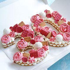 Очередная циферка 2️⃣9️⃣ Каждый торт неповторимый и только для Вас❤️ ————————————————-#тортмосква #торт #тортик #тортыназаказ… Biscuit Cake, Mini Cupcakes, Biscuits, Sugar, Cookies, Desserts, Food, Crack Crackers, Crack Crackers