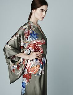 Beauty from every angle with our Red Flower print kimonos - MENG -