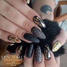 @wertunia często ma fajne pomysły, np. jednokolorowe czerwone paznokcie. Koniec końców zawsze wychodzi wielki misz masz   Wystarczy jeden kolor żeby stworzyć coś niezwykłego   @spnnails ▪ 503 Black Tulip #nails #paznokcie #spnnails #instanails #instamani #paznokciehybrydowe #manicure #mani #nails2inspire #nailstagram #naildesign #nailart #nailsmakeover #kaczerewska #nailac #nailacuv #маникюр #ногти #longnails #blacknails