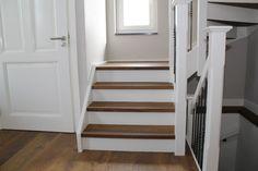 Bordestrap en trap naar kelder