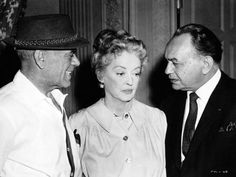 Director Frank Capra, Bette Davis & visitor Edward G. Robinson on set of Pocketful of Miracles Edward G Robinson, Golden Age Of Hollywood, Hollywood Stars, Hollywood Party, Frank Capra, Bette Davis Eyes, Female Presidents, Film Genres, Joan Crawford