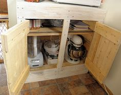 How to build a kitchen cabinet from shipping pallets http://vintagemellie.blogspot.com/2011/10/pallet-cabinet.html