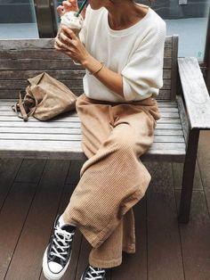 Le pantalon large en velours côtelé, la caution cool et chaleureuse des looks du moment !