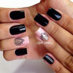 Nails #mimo #black #filha #única #rendinha #traçolivre #madahsantana #manicure #nailartes #naoéadesivo #tudofeitoamaolivre #amooqueeufaço ❤️