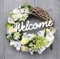 Flower Decoration Ideas 530 Door Hanging Decorations, Flower Decorations, Dyi Crafts, Welcome Wreath, Summer Wreath, Hobbies And Crafts, Door Wreaths, Flower Arrangements, Floral Wreath