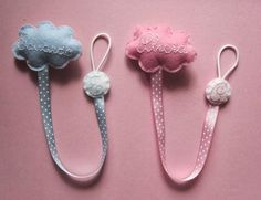cocodrilova: chupeteros para mellizos Handmade Baby Gifts, Dummy Clips, Pacifier Holder, Dream Baby, My Little Baby, Bitty Baby, Felt Fabric, Baby Sewing, Baby Accessories