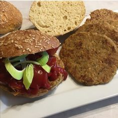 Vegán hamburgerhús 7db Hamburger, Hot Dog, Salmon Burgers, Beef, Ethnic Recipes, Food, Meat, Essen, Burgers