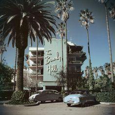 Beverly Hills Hotel Fotoprint van Slim Aarons bij AllPosters.nl