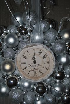 Cool New Yrs party decor    Easy to make yourself Tattered & Timeless: New Year