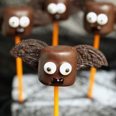 These vampire bat marshmallow pops are as spooky as they are tasty! Kids love putting together these Halloween Treats.