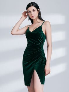 a87bc57d6b5 Sexy Fitted Green Velvet Cocktail Dress. Fitted Prom DressesProm Girl ...