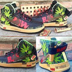 quien no las querría *-* zapatillas raw. quien no las querría *-* Custom Painted Shoes, Custom Shoes, Zapatillas All Star, Marvel Shoes, Sneakers Fashion, Shoes Sneakers, Popular Sneakers, Nike Shoes Air Force, Hippie Style