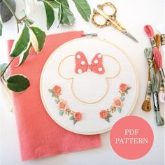 Hand Embroidery Patterns Free, Felt Embroidery, Simple Embroidery, Embroidery Designs, Learning To Embroider, Cross Stitch Art, Disney Diy, Minnie Mouse, Mickey Ears