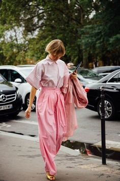 27 Cute Spring Outfit Ideas to Try in Pastel Colors Song Of Style, Style Me, Pink Street, Street Chic, Street Style, Elie Saab, Pink Fashion, Fashion Looks, Arty Fashion