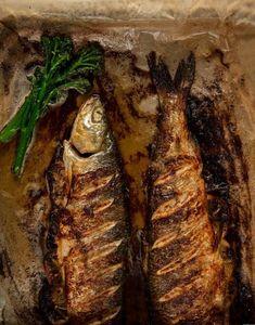 Kokonainen kala on todella mehevää. Raw Food Recipes, Healthy Recipes, Fish Dishes, Food And Drink, Vegetarian, Meat, Baking, Blessed, Drinks