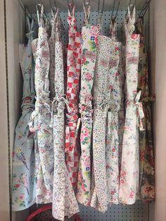 Vintage sheet aprons / vintage style apron / pastel aprons / retro aprons / floral aprons / apronology