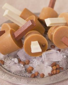 These perfect summertime iced coffee lollies only need 4 ingredients! Super Moist Chocolate Cake, Chocolate Brownies, Chocolate Desserts, Tv Wall Decor, Too Cool For School, 4 Ingredients, Iced Coffee, Popsicles, Foodies