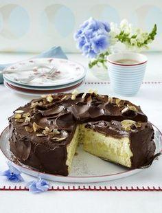 Apfel-Schokoladen-Torte Our popular recipe for apple chocolate cake and more than more free recipes on LECKER. Apple Recipes, Sweet Recipes, Baking Recipes, Cake Recipes, Chocolate Cake Mixes, Chocolate Pies, Chocolate Recipes, Quick Puddings, Pie Co