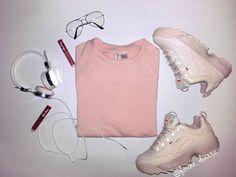 F O U N É   D I A R R A sur Instagram: 🎼🎶🎵 Je vois la vie en rose 😆😍☺😀. Pas très fan de cette couleur, à present je suis une P¡nk Lady, comme la…