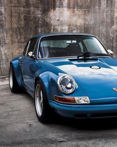 Get There Faster ... #Porsche #Porschenography #Drivetastefully #PorscheSinger #badass #SexyBack #Outlaw #rebel #badboy #911 #carporn…