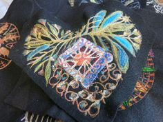 Free Motion Embroidery, Embroidery Ideas, Machine Embroidery, Art Things, Dressmaking, Textile Art, Wearable Art, Fiber Art, Jewelry Art