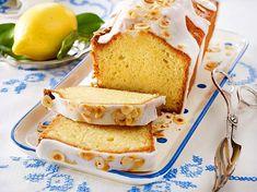 Unser Zitronenkuchen aus der Kastenform ist schön saftig und ganz einfach gemacht. Wir erklären die Zubereitung Schritt für Schritt.